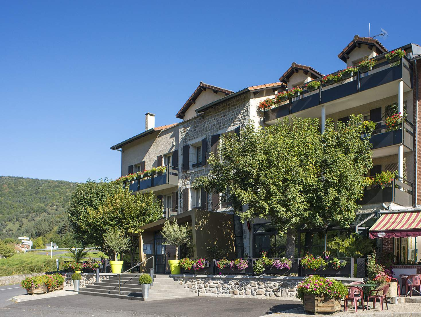 Outside view of the Le Haut Allier Hotel